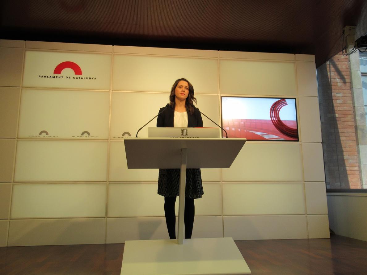 Arrimadas denuncia que el nuevo Govern de Cataluña «tiene más imputados que mujeres»