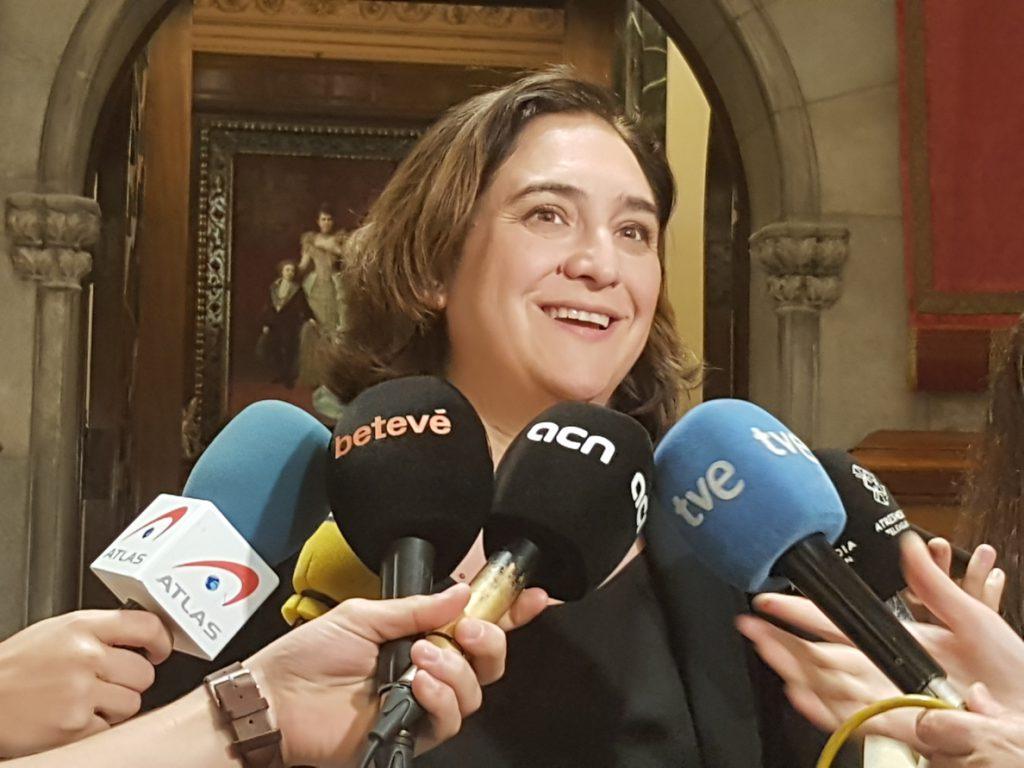 Colau acusa a Rivera de buscar «aumentar permanentemente el conflicto»