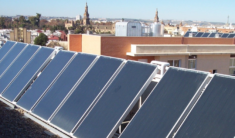 El Congreso abre la puerta a mejorar la retribución a pequeños productores de energía renovable