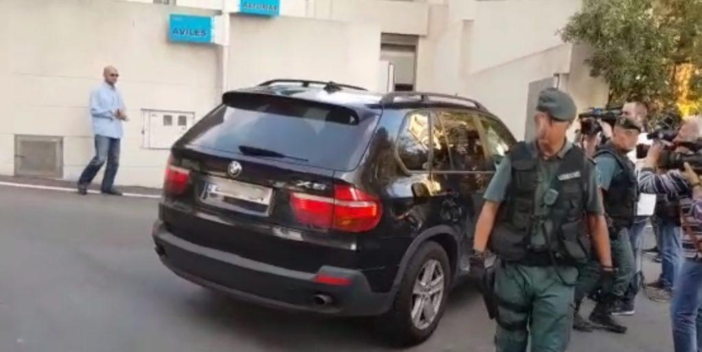 Eduardo Zaplana llega a su casa de Benidorm (Alicante) para proceder a un segundo registro tras el de Valencia