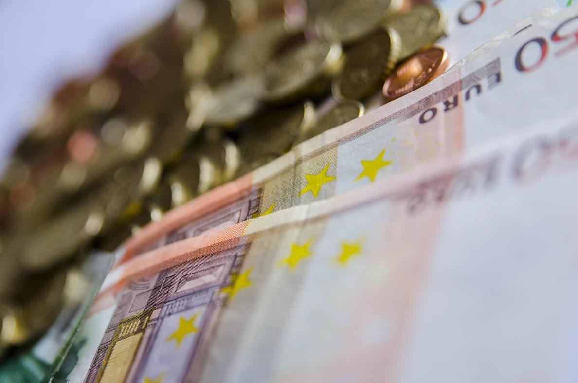El Tesoro coloca 1.950 millones de euros en una subasta de letras a tipos menos negativos