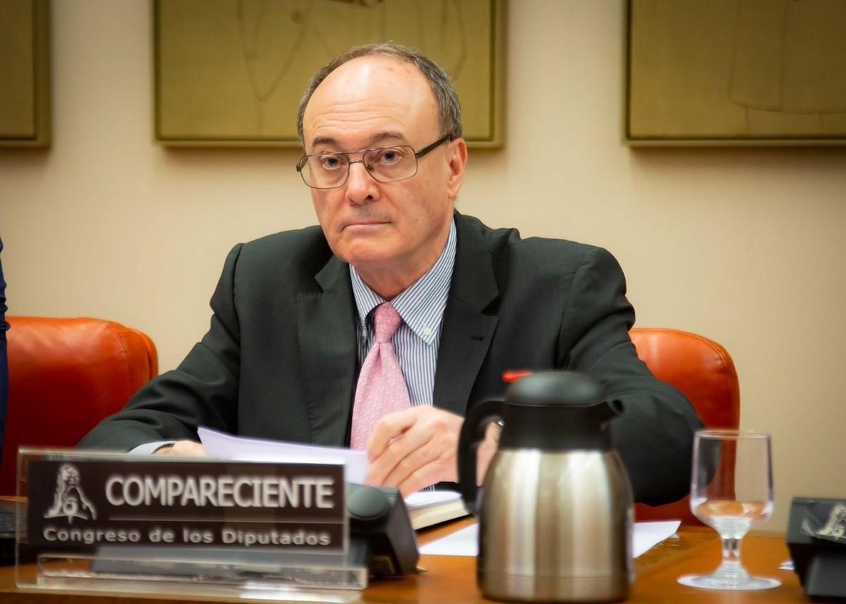 La mejora de la competitividad se ha hecho vía salarios y no por márgenes empresariales, según Banco de España