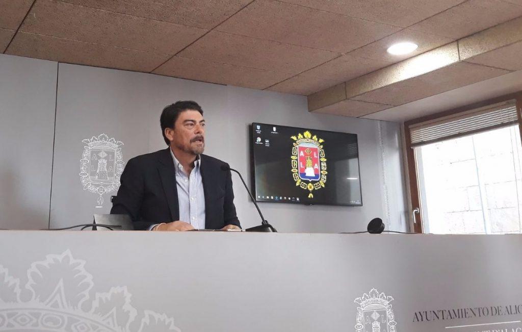 El alcalde de Alicante (PP) dice sentir «hastío» y «vergüenza» por los casos de corrupción tras la detención de Zaplana