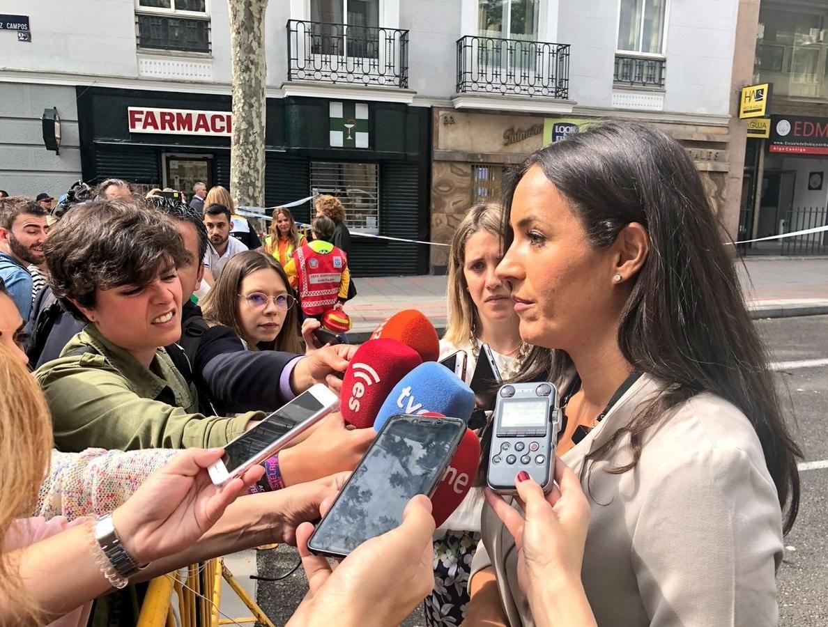 Almeida y Villacís visitan a las familias de los obreros desaparecidos tras derrumbe y felicitan a bomberos por su labor