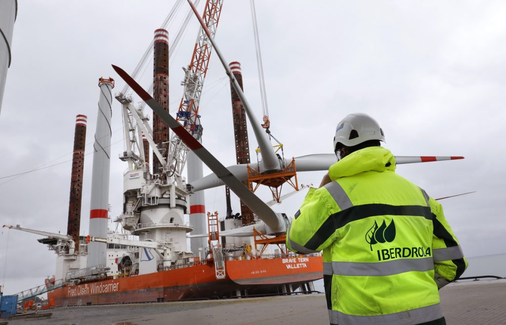 (Amp.) Iberdrola se adjudica el desarrollo de un 'macroproyecto' eólico marino en EEUU por 2.400 millones