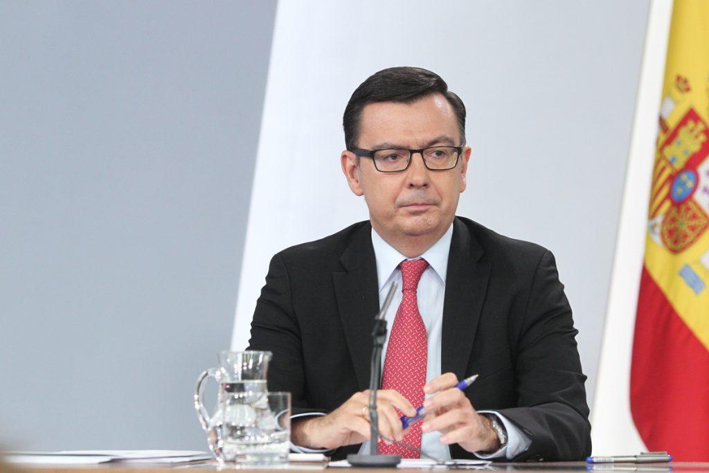 Escolano dice que habrá un impuesto digital «en los márgenes» de lo anunciado y «en línea» con otros países
