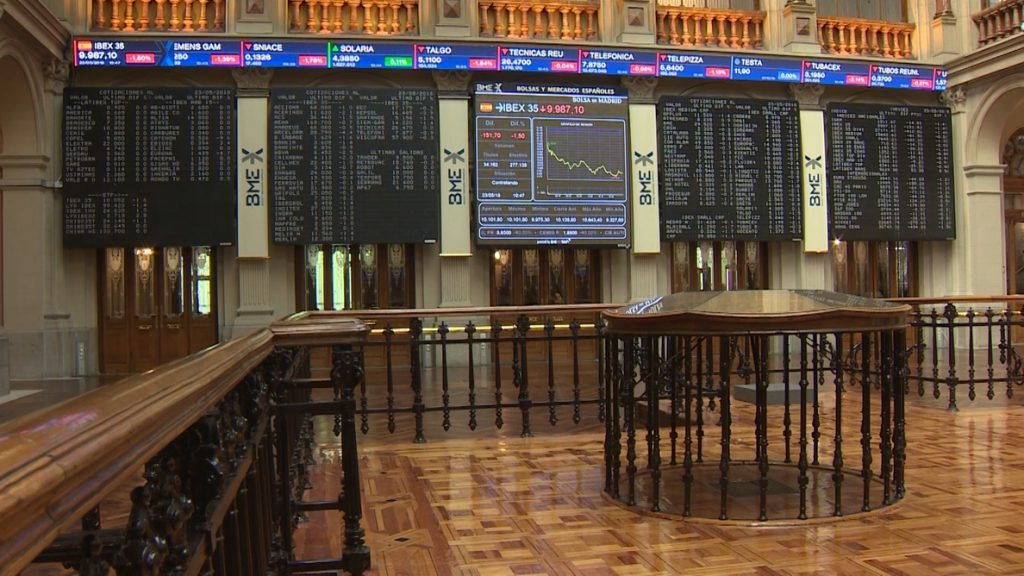 El Ibex 35 cae un 1,12% pero logra salvar los 10.000 puntos