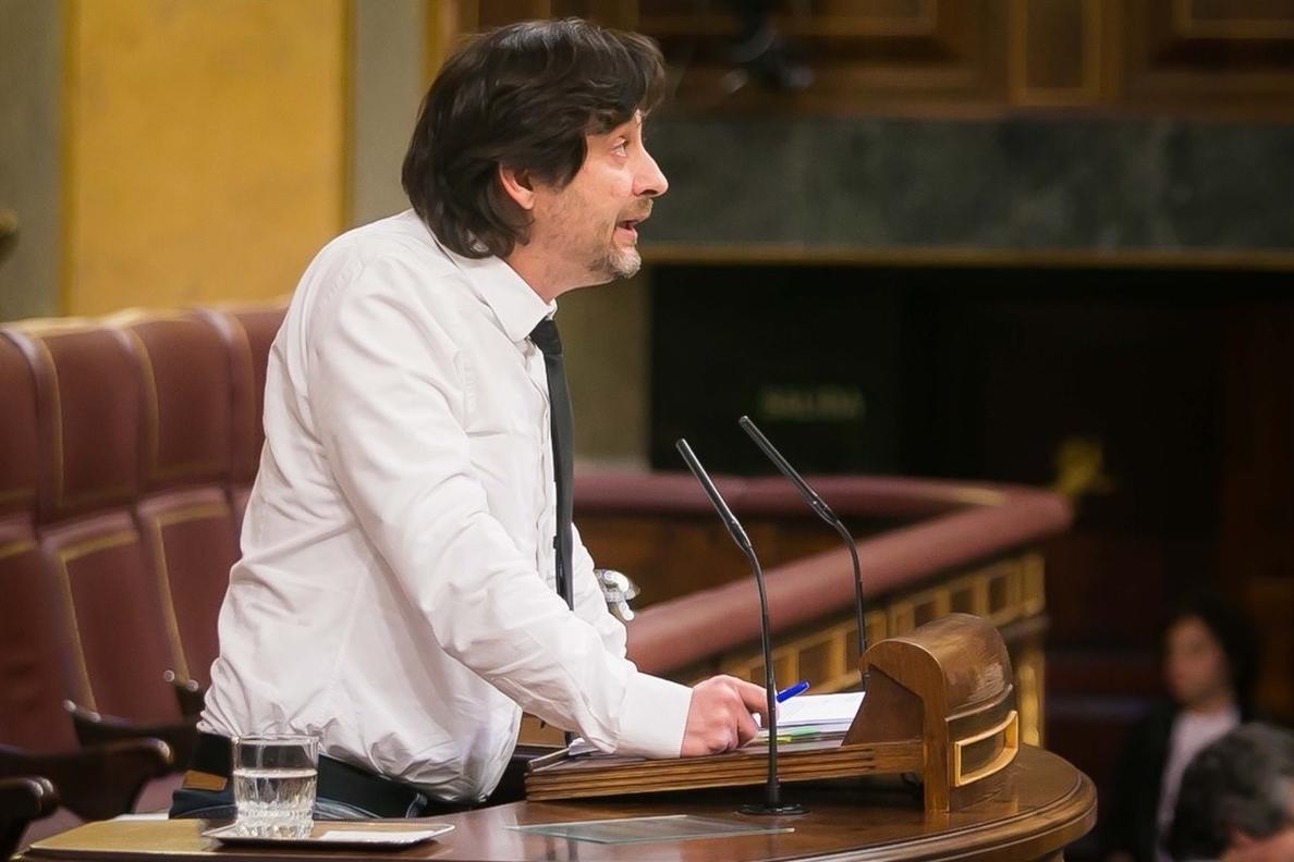 Mayoral (Podemos) afirma que Iglesias y Montero deben seguir porque «son dos de las mentes más brillantes» de España