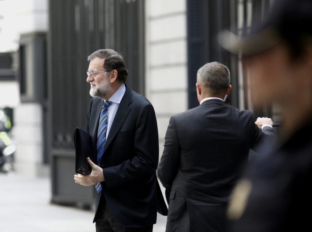 Rajoy habla con Feijóo para interesarse por el accidente de pirotecnia en Pontevedra, que ha causado varios muertos
