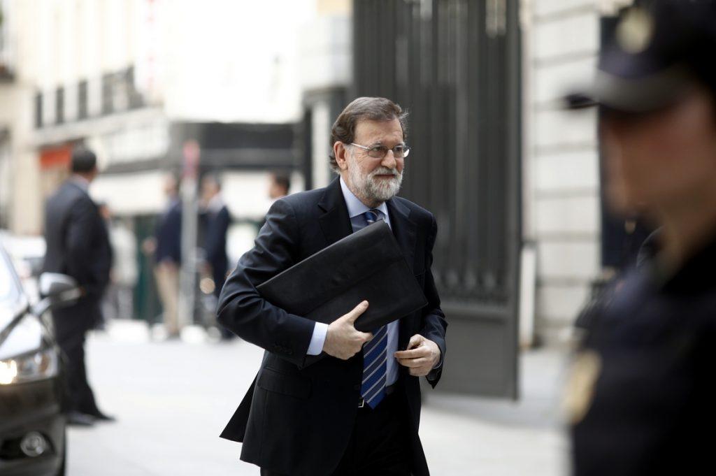 Rajoy admite que aprobar los PGE contribuye a la estabilidad y dice que intentará agotar la legislatura