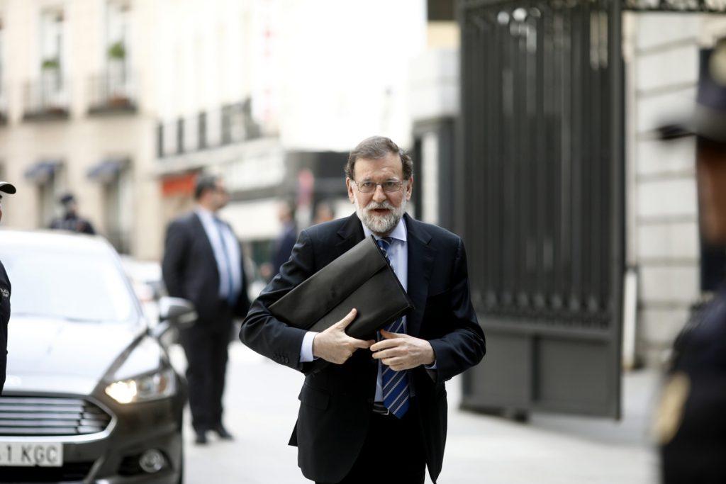 Rajoy pide a Torra que nombre consejeros que puedan cumplir sus funciones porque es «lo único sensato»