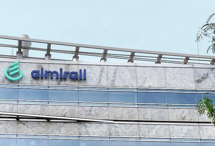 La familia Gallardo amplía su participación en Almirall hasta el 66,64%
