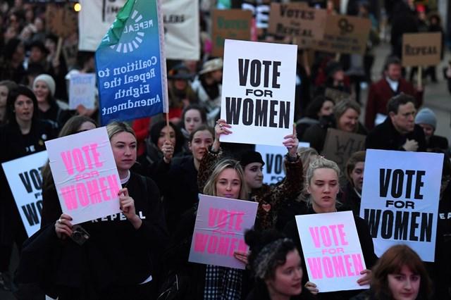 Irlanda somete este viernes a referéndum su restrictiva política sobre el aborto