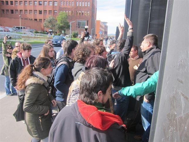 Absueltos los seis acusados por el escrache al expresidente de Cantabria Ignacio Diego en la Universidad en 2014