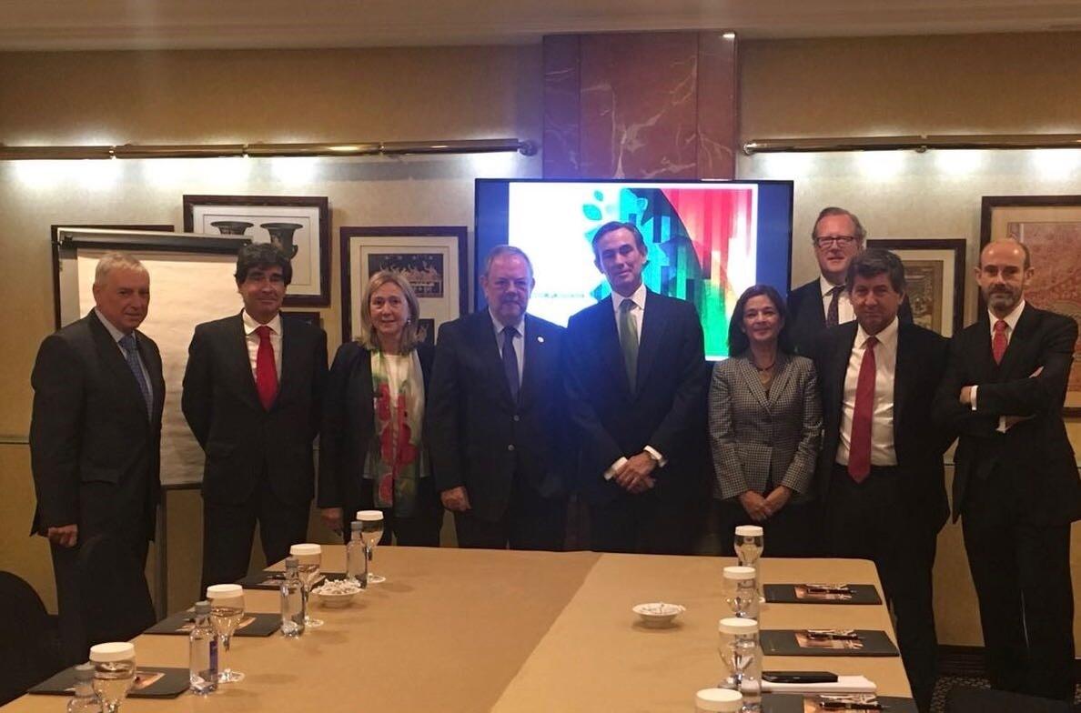 El Gobierno vasco se reúne en Madrid con entidades financieras para presentarles su bono sostenible