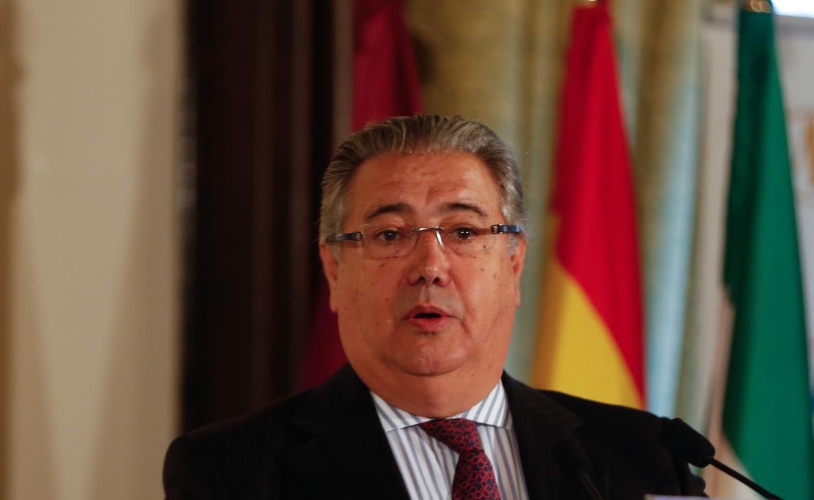 Zoido apunta que la Policía determinará si se han desviados fondos para el »procés» en Cataluña, donde hay 25 detenidos