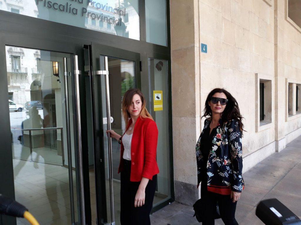 Una concejal de Alicante entrega al fiscal un expediente «completo» y «nombres» sobre un intento de comprar su voto