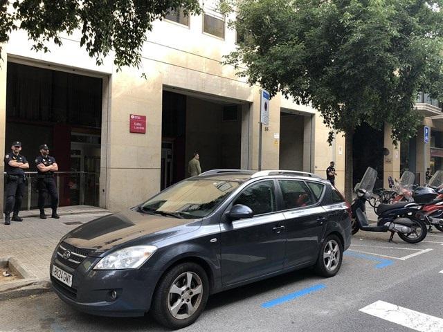 La operación de la UDEF que rastrea al menos dos millones en fondos de cooperación de Cataluña deja 29 detenidos
