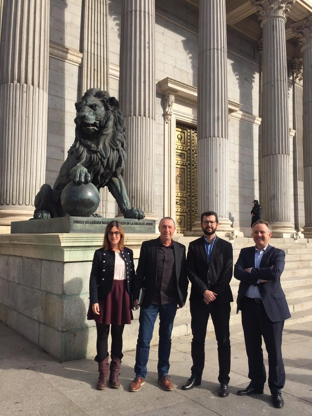 Compromís también apoyará a Sánchez: Respaldará «cualquier moción de censura que desaloje a Rajoy de La Moncloa»