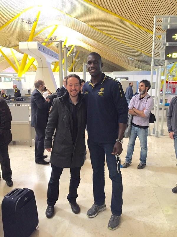 Iglesias espera al jugador de baloncesto Sitapha Savané a jugar en «otra liga» donde «los codazos no los pitan nunca»