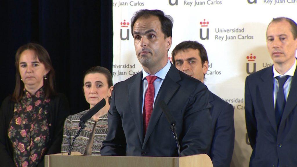 El rector de la URJC se limita a comunicar al Consejo que se ha abierto una investigación sobre los estudios de Casado