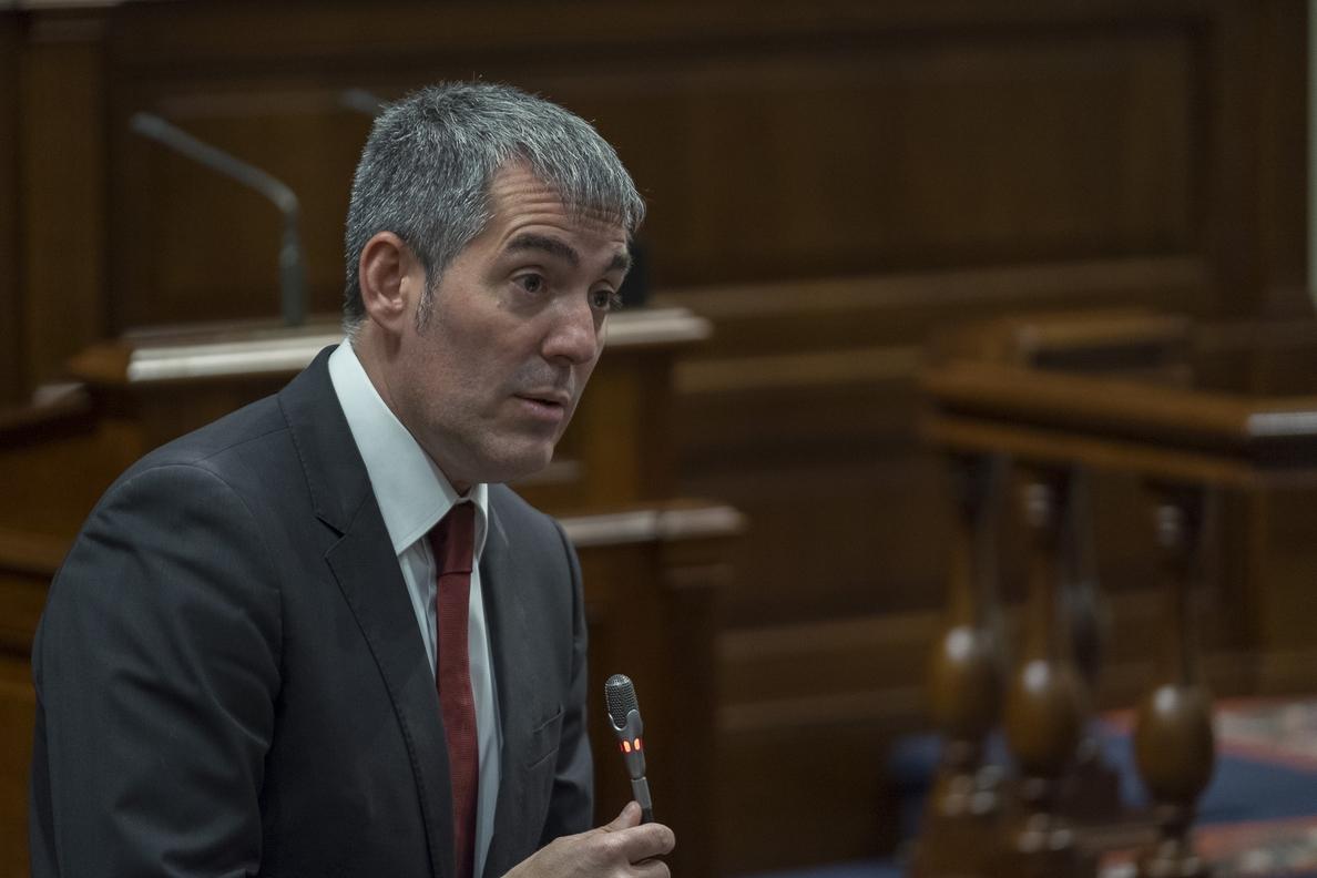 El presidente de Canarias cree que una moción de censura contra Rajoy que no prospere puede ser «contraproducente»