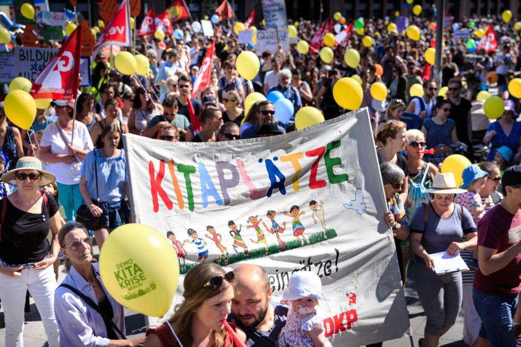 Miles de familias se manifiestan en Berlín para pedir más servicios de cuidado infantil para conciliar