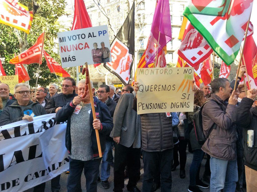 1.500 personas se manifiestan en Barcelona para reivindicar la subida de las pensiones