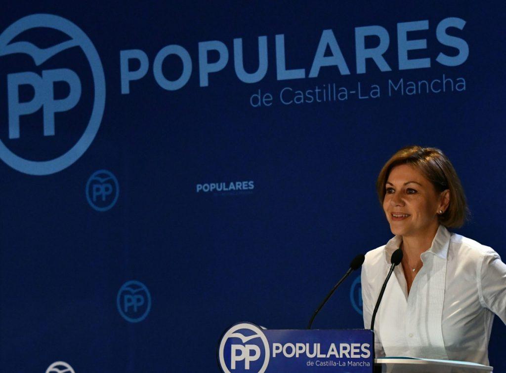 Cospedal avisa a Sánchez de que si se apoya en los separatistas será una «enemigo» del Estado de Derecho