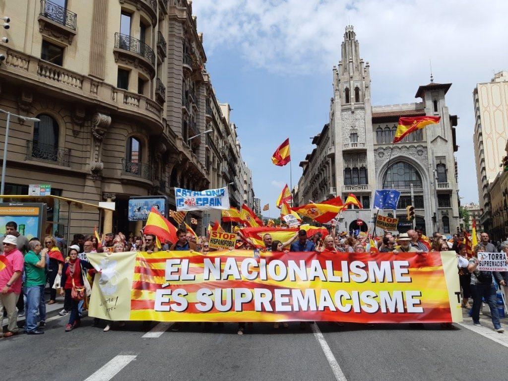 Un millar de personas se manifiestan en Barcelona contra el separatismo y el «supremacismo»