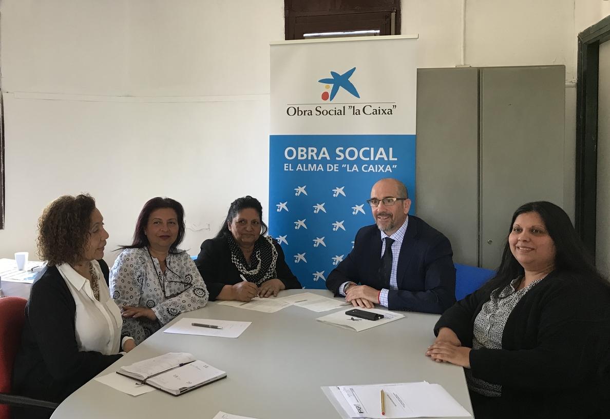 »la Caixa» colabora en digitalizar aulas de educación para adultos de la Federación Asociaciones Gitanas de Aragón