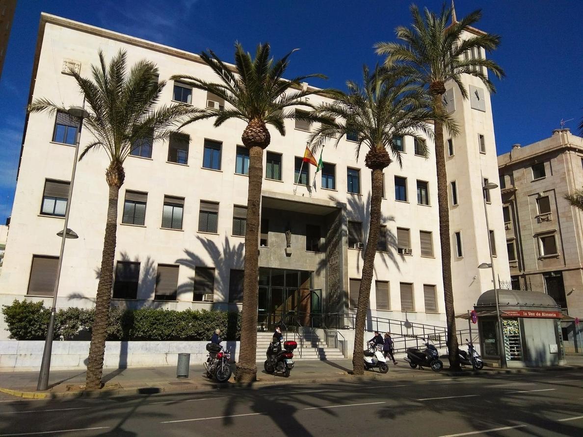 Condenado a 18 meses de cárcel un empleado de banca en Almería que se apropió de 58.429 euros de sus suegros