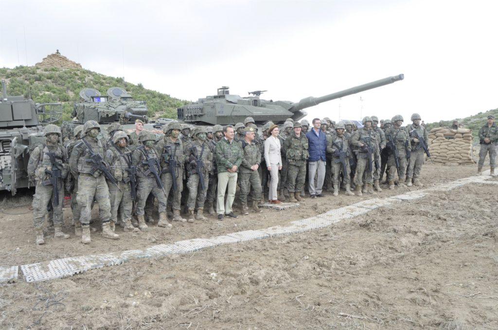 Cospedal emplaza al Ejército de Tierra a prepararse «para nuevos retos» con el Ejercicio 'Valiant Lynx 2018'