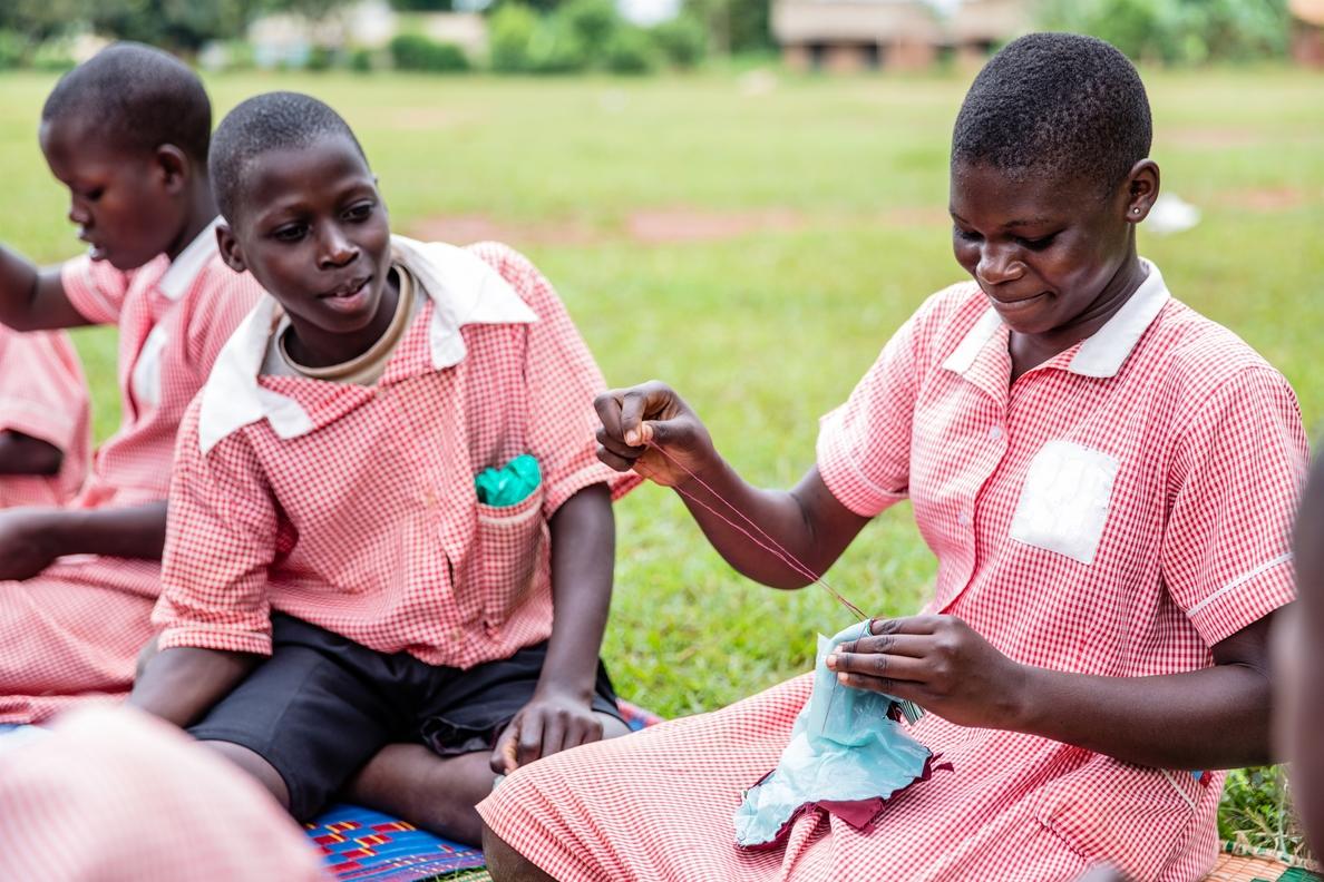 Plan International denuncia que miles de niña de Uganda se quedan sin ir a clase por su menstruación