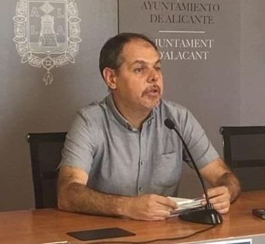 Renuncia a su acta un concejal de Guanyar Alacant tras la polémica por las facturas a un simpatizante del partido