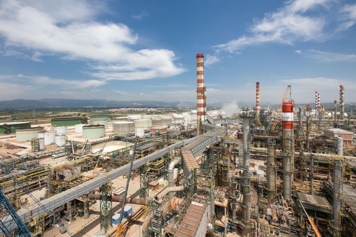 Repsol invierte 30 millones en una parada del complejo de Tarragona por mantenimiento