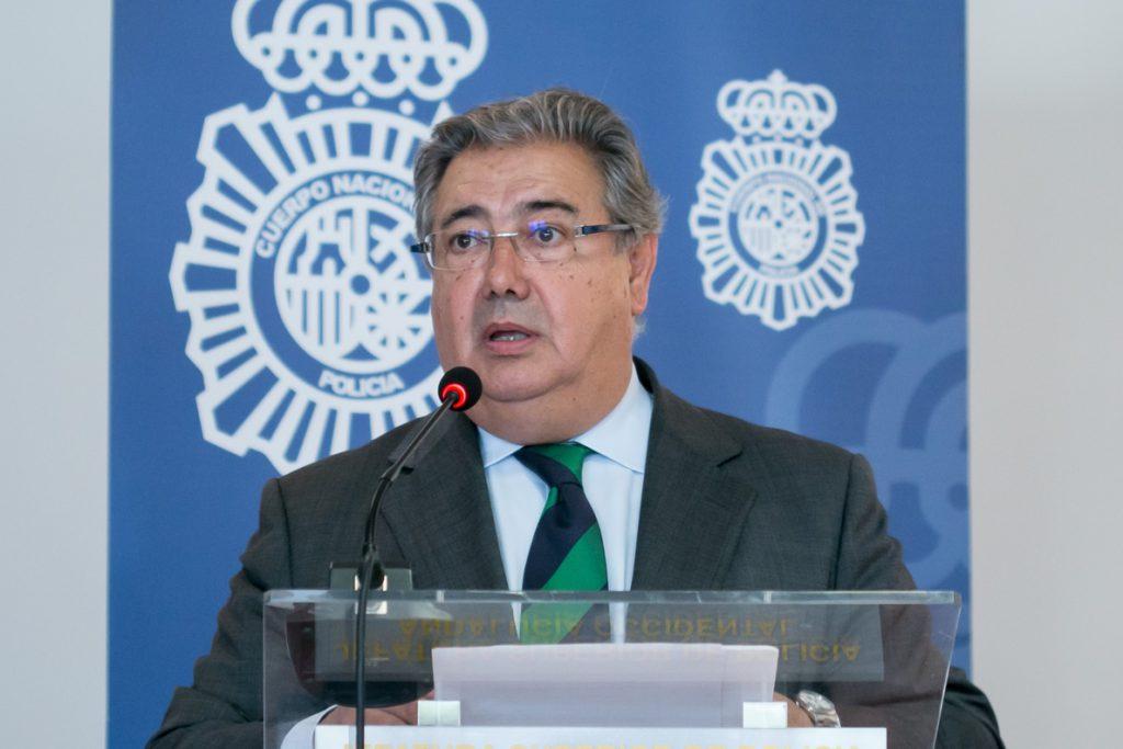 Zoido manda sus «mejores deseos de recuperación» a los cuatro guardias civiles heridos en una operación en Algeciras