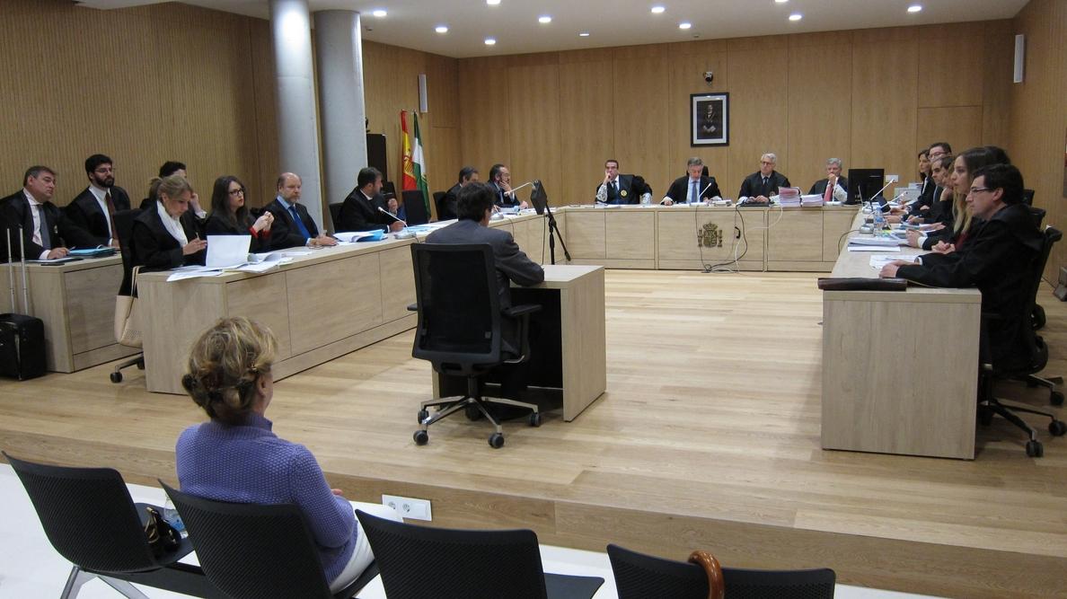 Un notario de Córdoba acusado de apropiarse de 373.000 euros reconoce los hechos