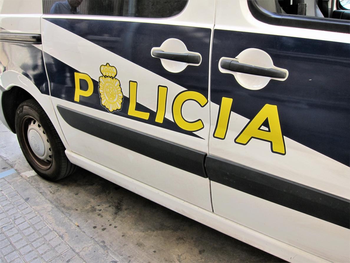 Agreden en Palma con una barra de hierro a un policía que acudía a entregar una notificación y se atrincheran en la casa