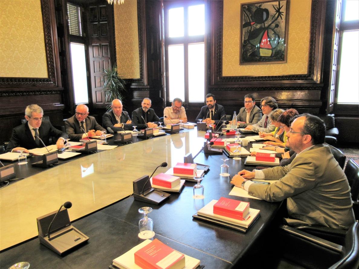 El Parlament fija un pleno el día 6 con la incógnita de si habrá sesión de control a Torra