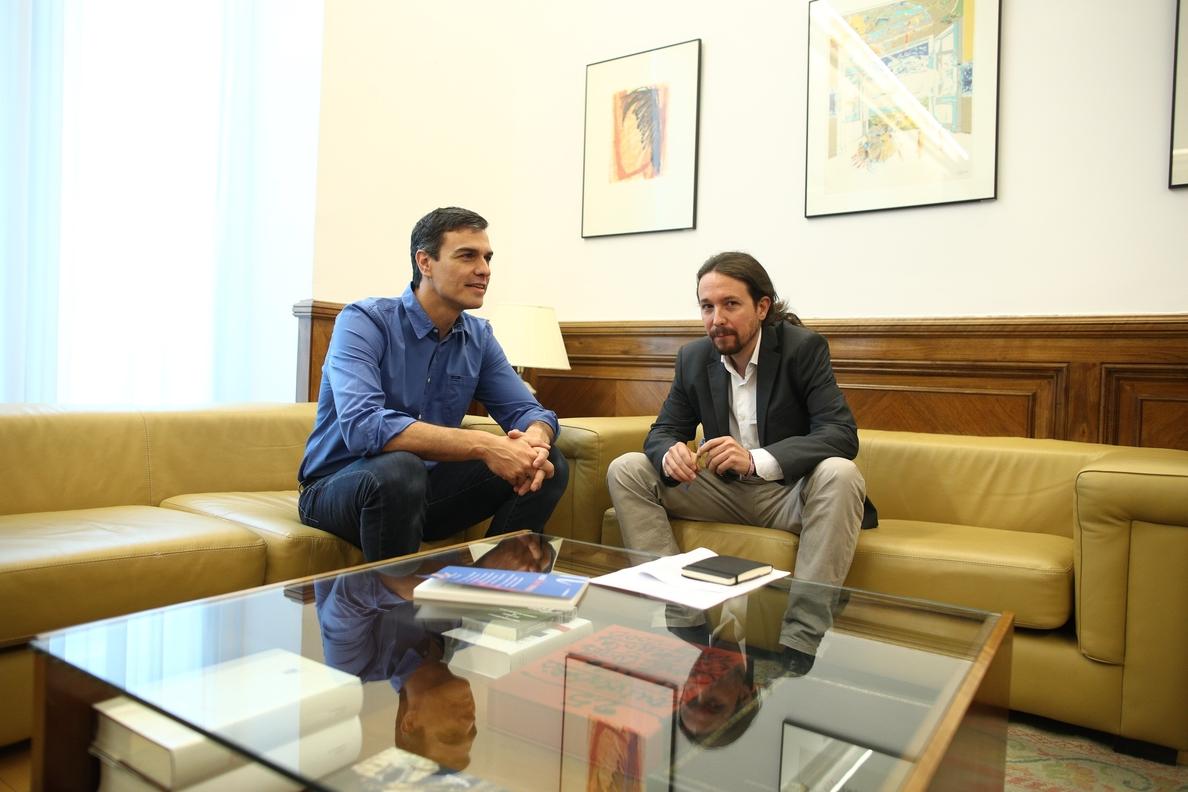 Pedro Sánchez y Pablo Iglesias mantienen un primer contacto por teléfono para hablar de la moción de censura a Rajoy