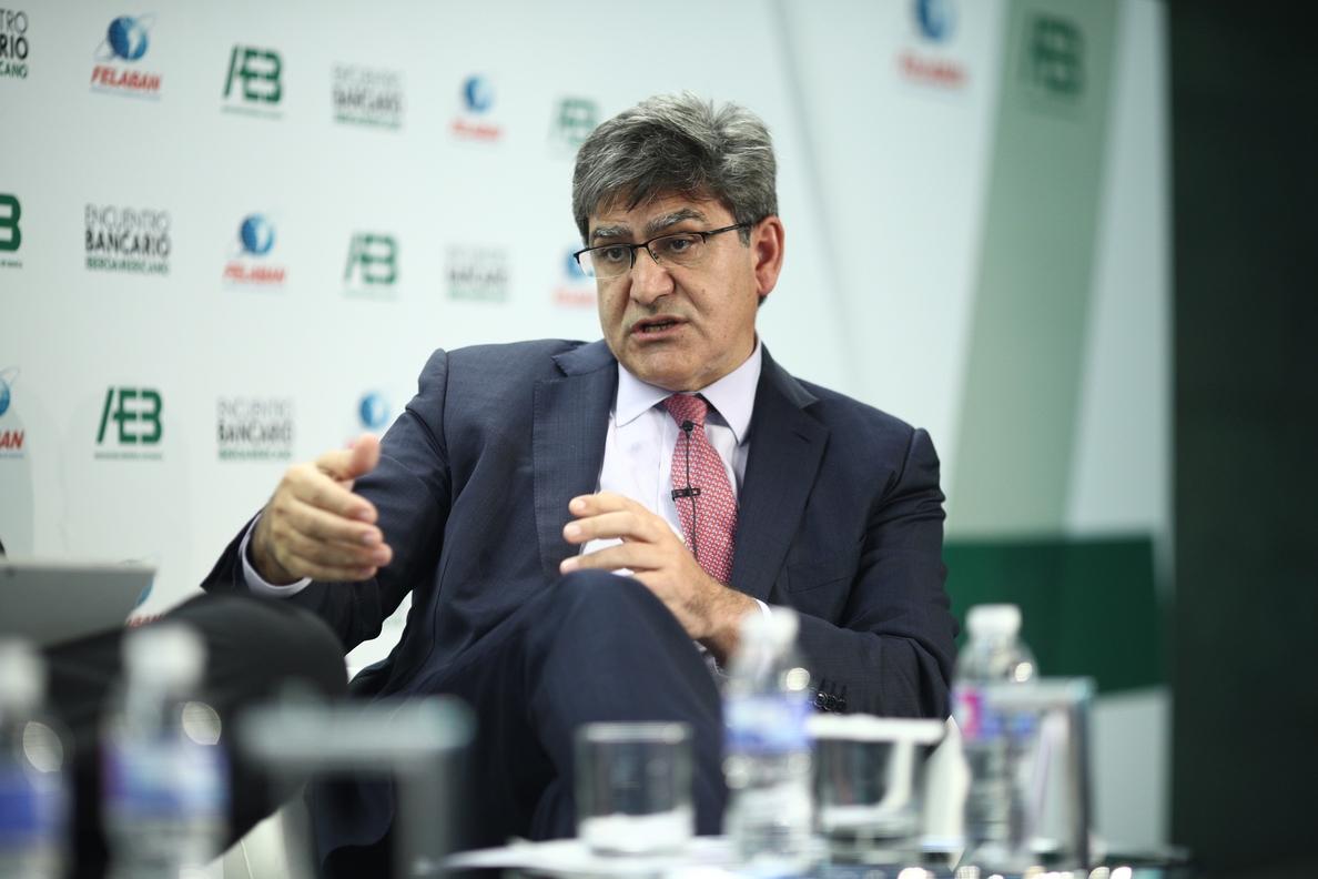 Álvarez (Santander) cree que la incertidumbre política que azota a los mercados es coyuntural