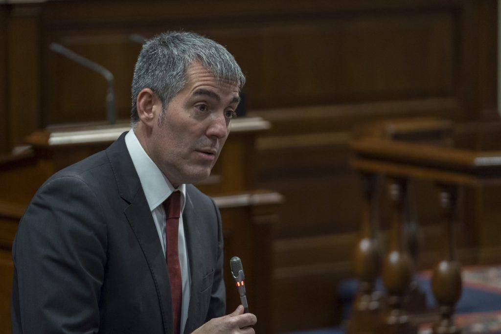 Clavijo dice que CC no va a «improvisar» y no será «cómplice» de una censura con «radicales e independentistas»