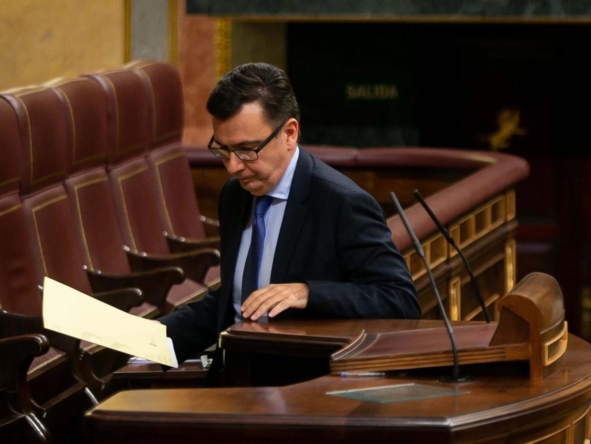 Escolano dice a Unidos Podemos que remita sus quejas por preferentes al PSOE, al que quiere aupar al Gobierno
