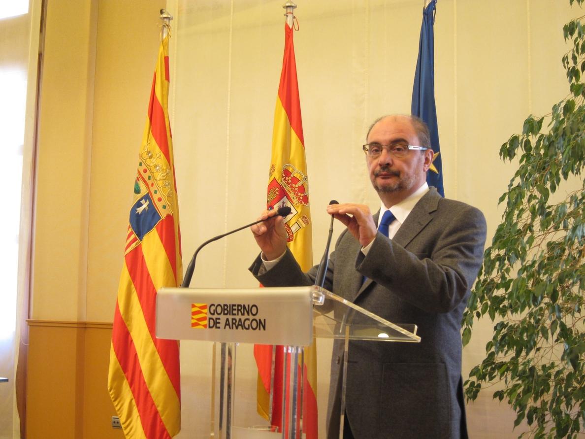 Javier Lambán cree que «Madrid no puede mirar hacia otro lado» y rechaza las «políticas de apaciguamiento» en Cataluña