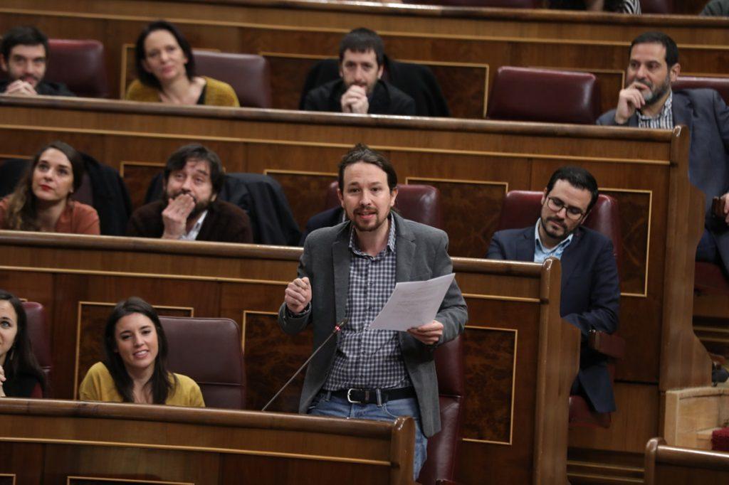 Pablo Iglesias transmite a sus diputados su «optimismo» ante la posibilidad de que triunfe la moción contra Rajoy