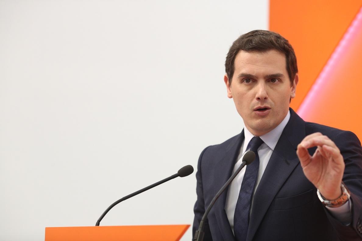 Rivera propuso al PSOE que Jáuregui, Redondo o Solana fuese el candidato en la moción