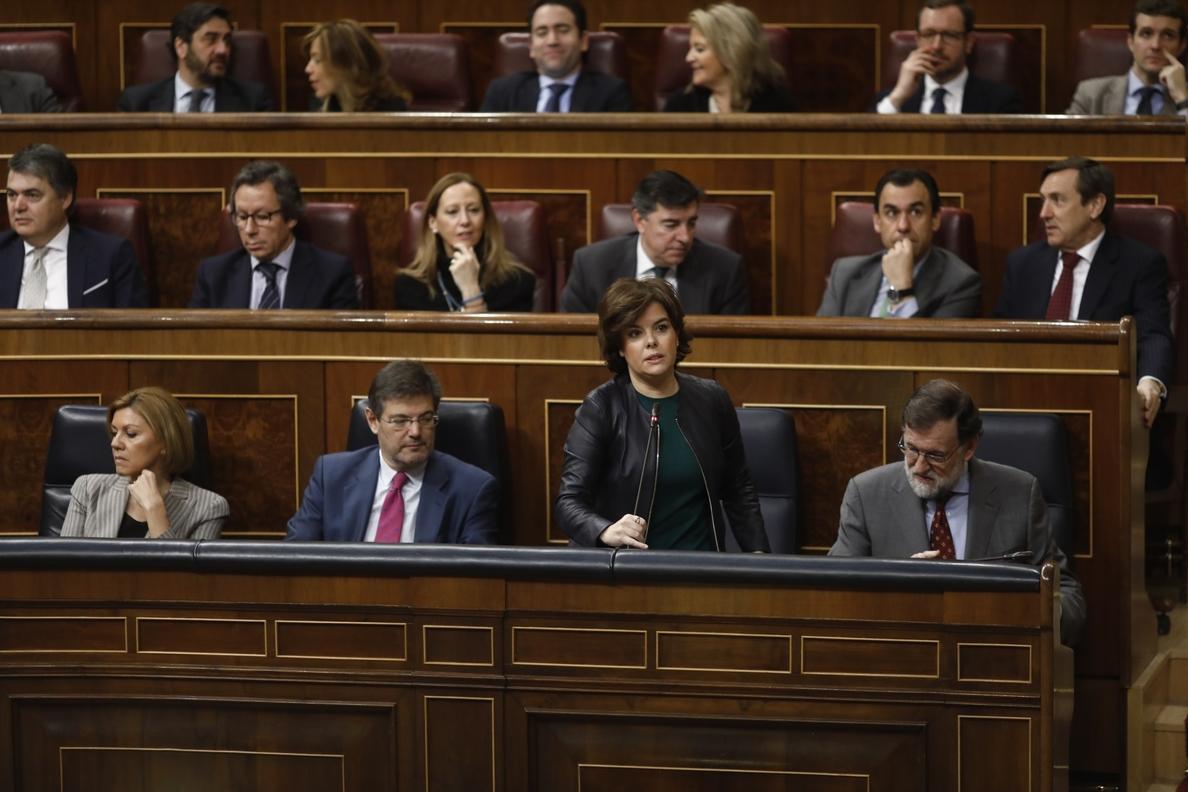 Santamaría asegura que la moción del PSOE responde a su «ambición por el poder» y que está costando 36.000 millones