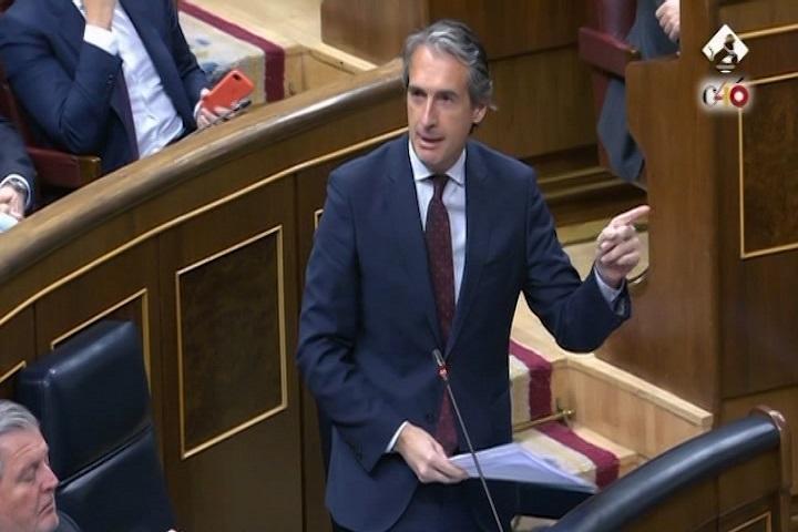 De la Serna alerta de que la llegada del AVE a Asturias peligra si prospera la moción de censura del PSOE