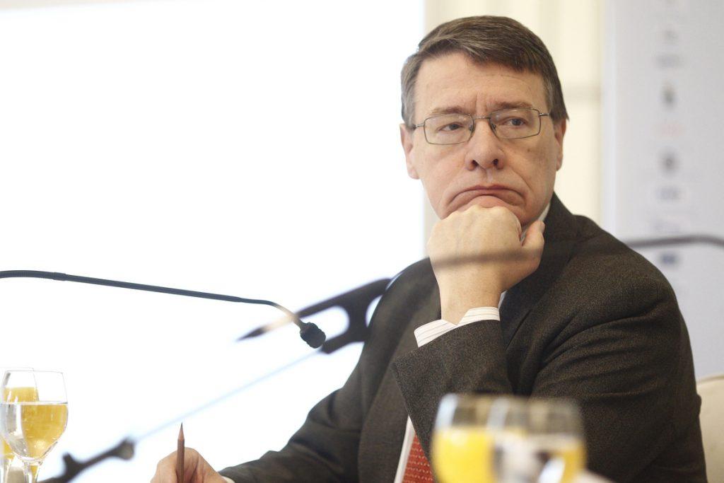 Un grupo de economistas capitaneados por Jordi Sevilla desvincula la inestabilidad bursátil de la moción de censura